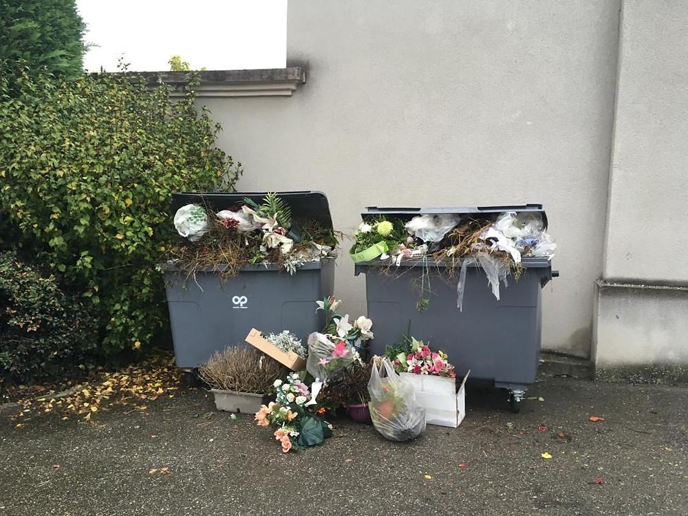 Un accueil bien triste au cimetière le jour de la fête des morts