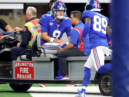 Scary hours for the Giants. Jones, Barkley, and Golladay leave with injuries and the wheels fall off
