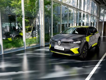 Renault Megane elettrica 2022: foto e caratteristiche dei prototipi di pre-produzione
