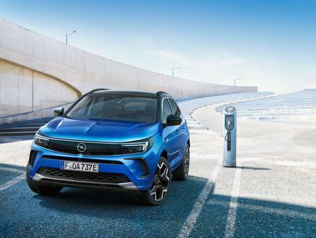 Opel Grandland restyling 2022: prezzi e versioni del SUV rinnovato