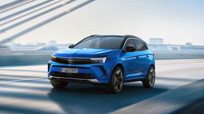 Opel Grandland 2021: foto e caratteristiche del restyling
