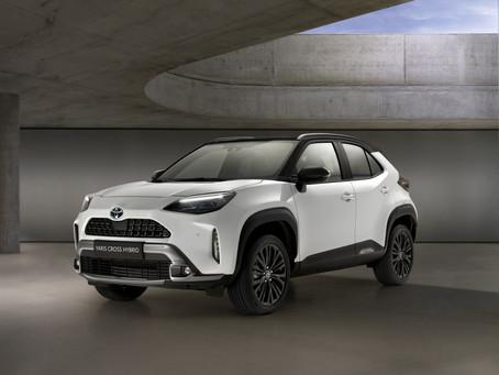 Toyota Yaris Cross: foto, dimensioni, interni, motori e prezzi del B-SUV ibrido (anche 4x4)