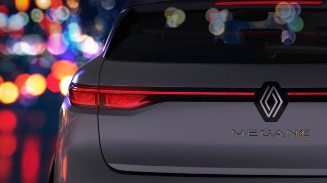 Renault Megane E-TECH Electric: prime immagini del crossover elettrico in arrivo nel 2022
