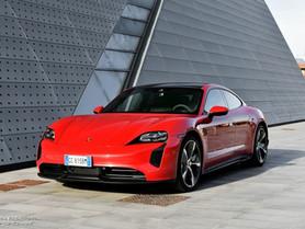 Porsche Taycan 4S: recensione e prova consumi reali della berlina sportiva elettrica (Video)