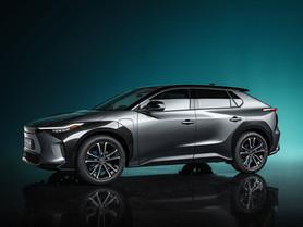 Toyota bZ4X: la prima auto elettrica è un SUV in collaborazione con Subaru