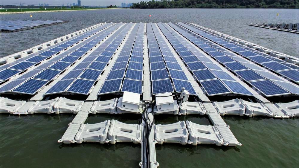 Flpoating solar for web