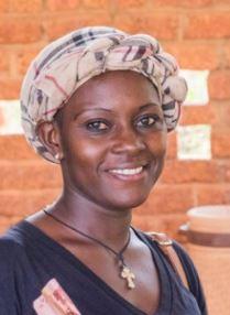 Nathalie Zongo, en charge de la compta et de la bibliothèque