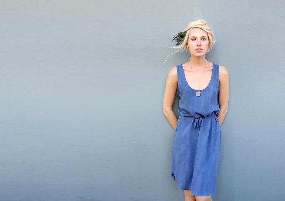 שמלה כחולה בד 100% ויסקוזה שטוף - מיכל אמה