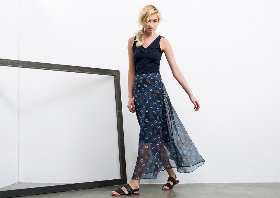 גופיית לייקרה עם כיווץ בגימור תחרה+חצאית שיפון מקסי בהדפס לבבות-מיכל אמה