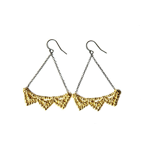 Triple pyramid lace earrings 14k gold plating