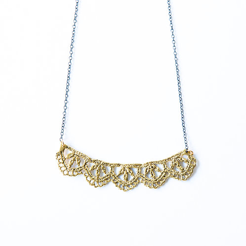 Leaf lace necklace in 14k gold plate
