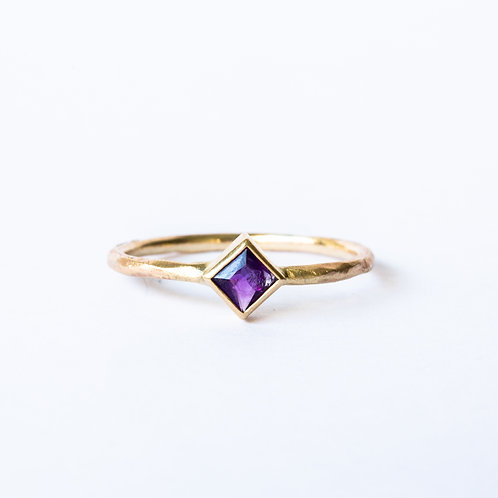 Square amethyst rough gold ring