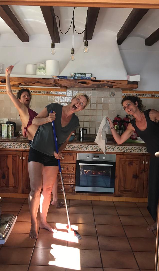 kitchengirls.jpeg