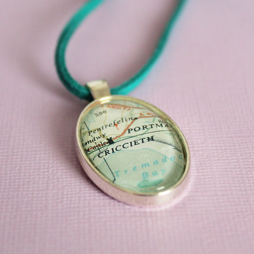 Personalised Travel Map: Oval Charm