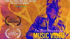 """4 Métaphores Symboliques du vidéoclip """"I'm Still Dreaming"""" expliquées + détails du prix NYCAwards"""
