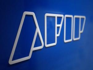 La AFIP reglamentó el aumento un 50 % el piso para Ganancias y Bienes Personales