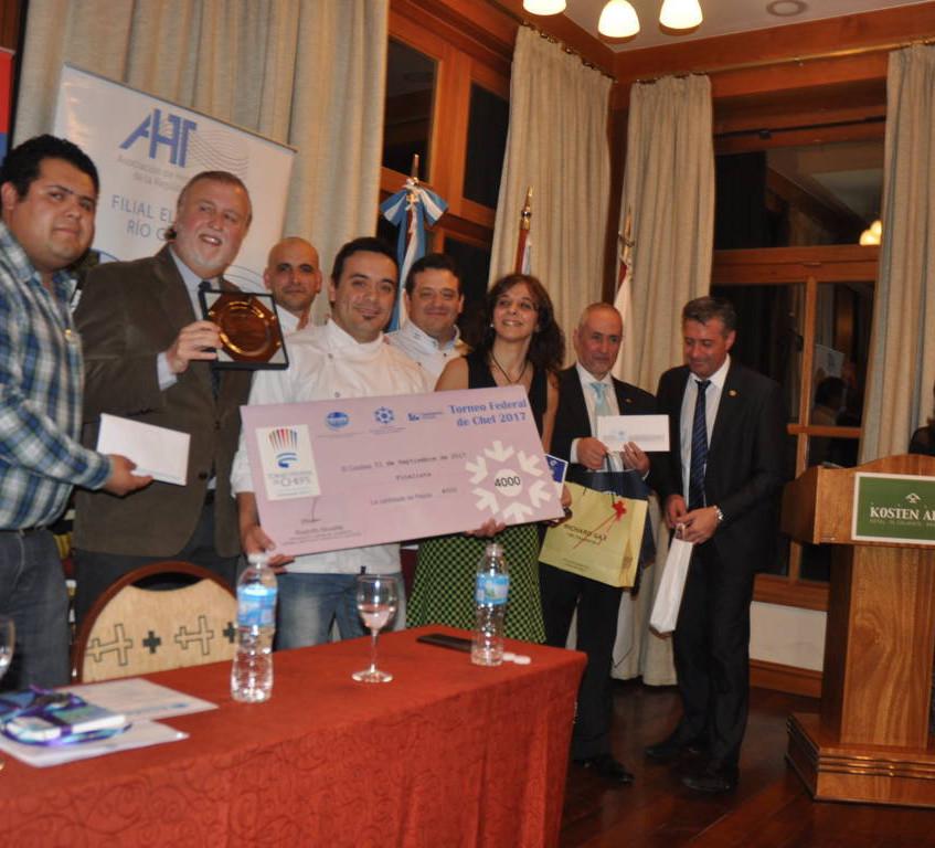 Acto_de_Premiación_-_13-09-17__-_Ganador_-__Xelena_Hotel_&_Suite(2)_(FILEminimizer)