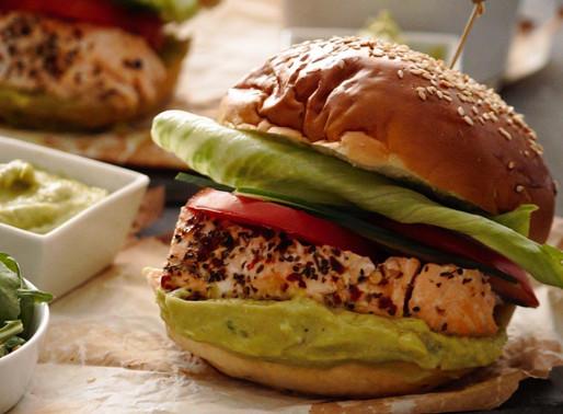 Burger 🍔🍔 με φρέσκο σολομό και σπιτική μαγιονέζα αβοκάντο 🥑