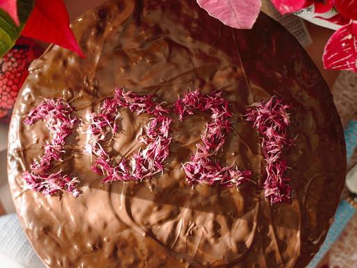 Βασιλόπιτα κέικ με ξηρούς καρπούς και μεθυσμένα αποξηραμένα φρούτα
