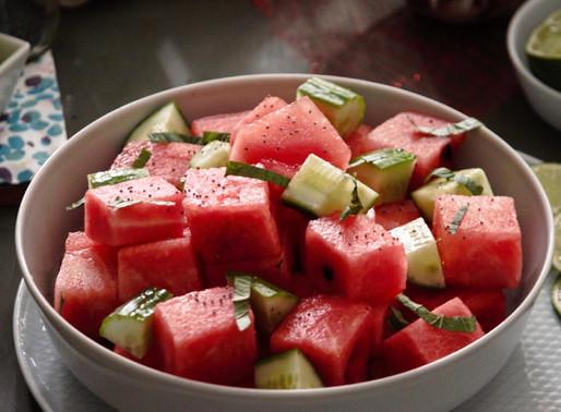 Δροσερή σαλάτα με καρπούζι