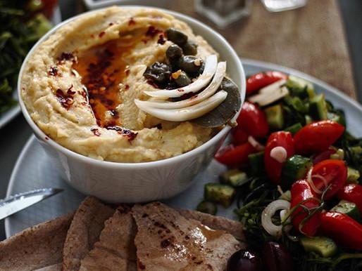 Φάβα, φρέσκια αλμύρα και ντοματοσαλάτα