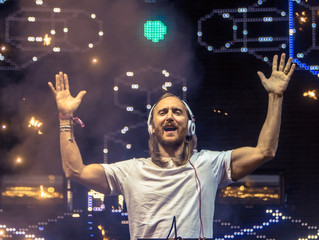 Prêt à Revivre le live 'United At Home' de David Guetta devant la Pyramide du Louvre ?