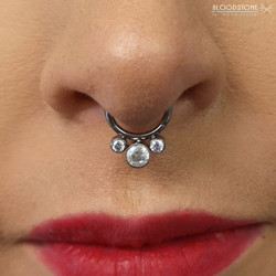 Septum with 3 stone hinge cluster