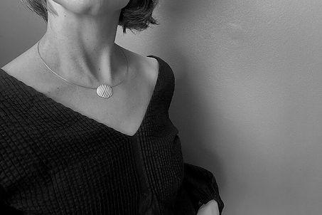 oval-stripy-necklace-hbm120A-0220.jpeg