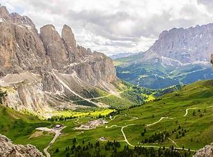 Descent to Passo Gardena