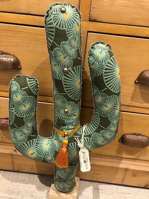 Cactus en tissu motifs vert avec pied en bois