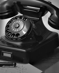 phone-499991_1920-mono.jpg