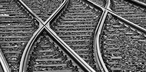 rails-3309912_1920-mono.jpg