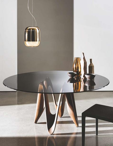 Lambda dining table
