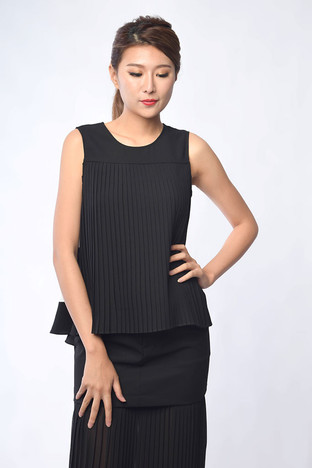 Yetta Pleated Top in Black / White