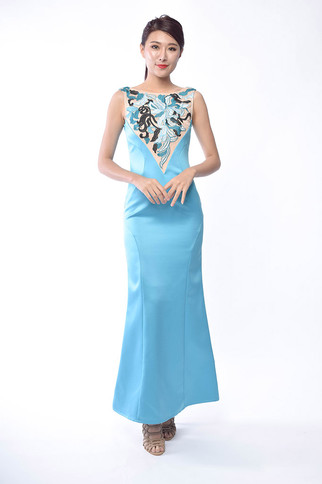 Meddy Embroiderd Gown
