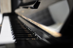 piano yamaha.jpg