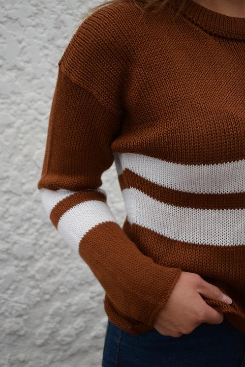 Suéter café con franjas blancas