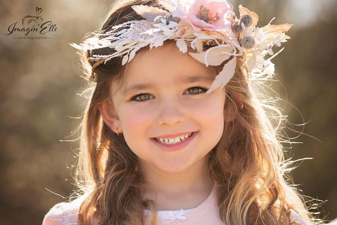 enfant couronne fille fleurs nature