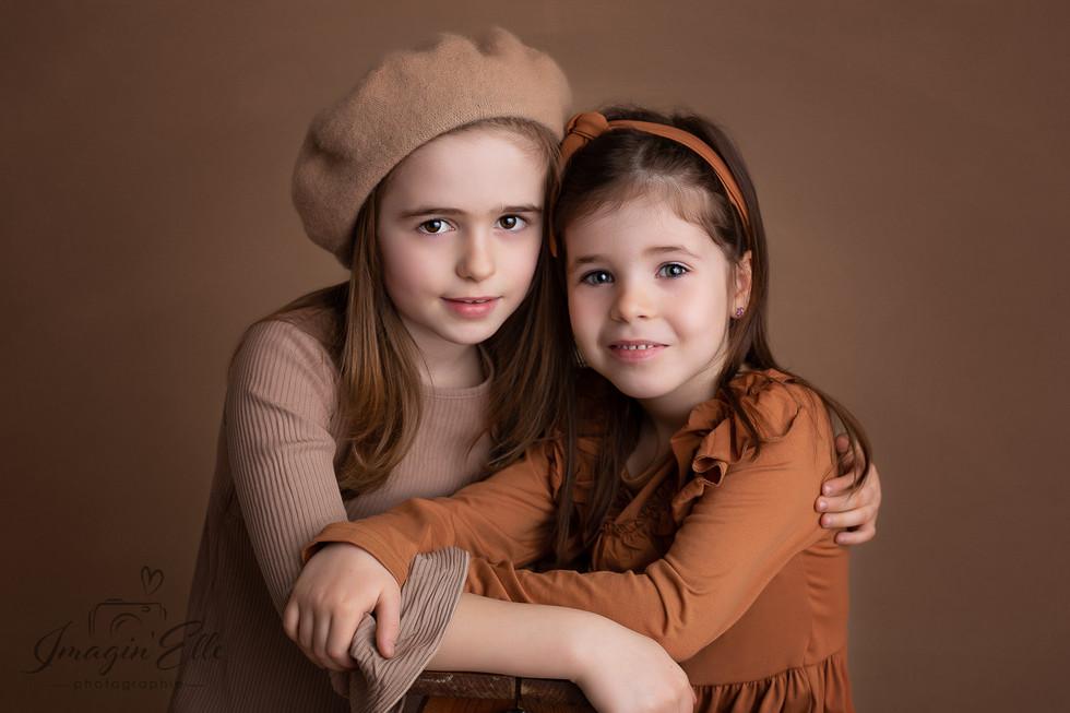 photo enfants studio fine art portrait artistique robe et chapeau