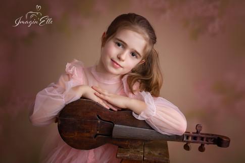 portrait studio enfant studio artistique violon robe rose