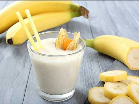 Молочный коктейль с бананами и перепелиными яйцами.
