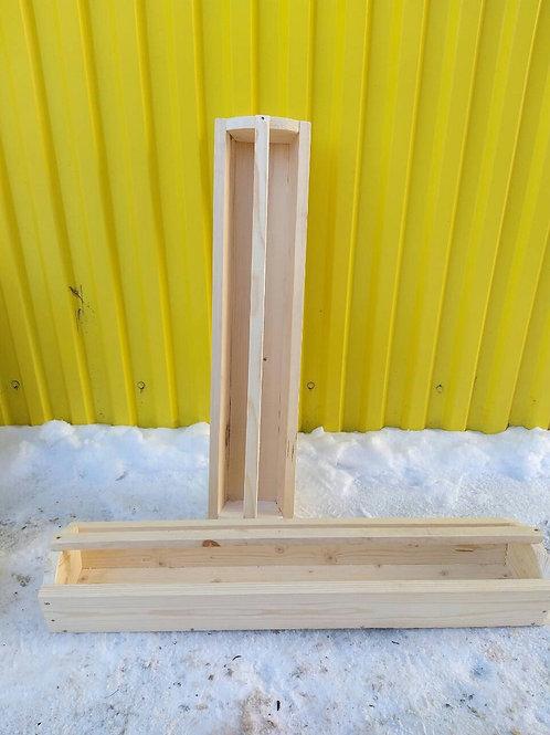 Кормушка для кур деревянная