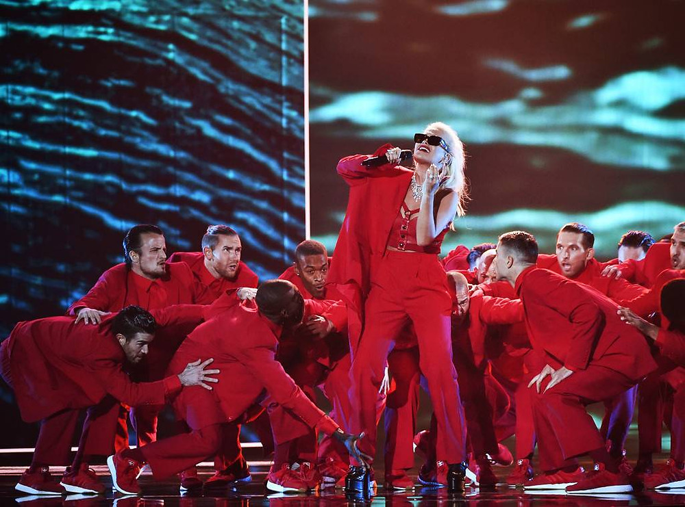 Rita Ora performing at the People's Choice Awards