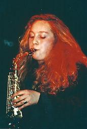 Wenke von Pamband spielt Saxofon