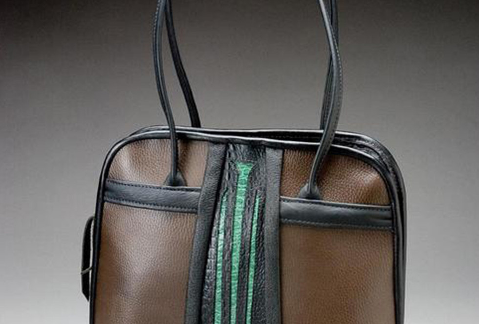 Cut-out Tote Vertical