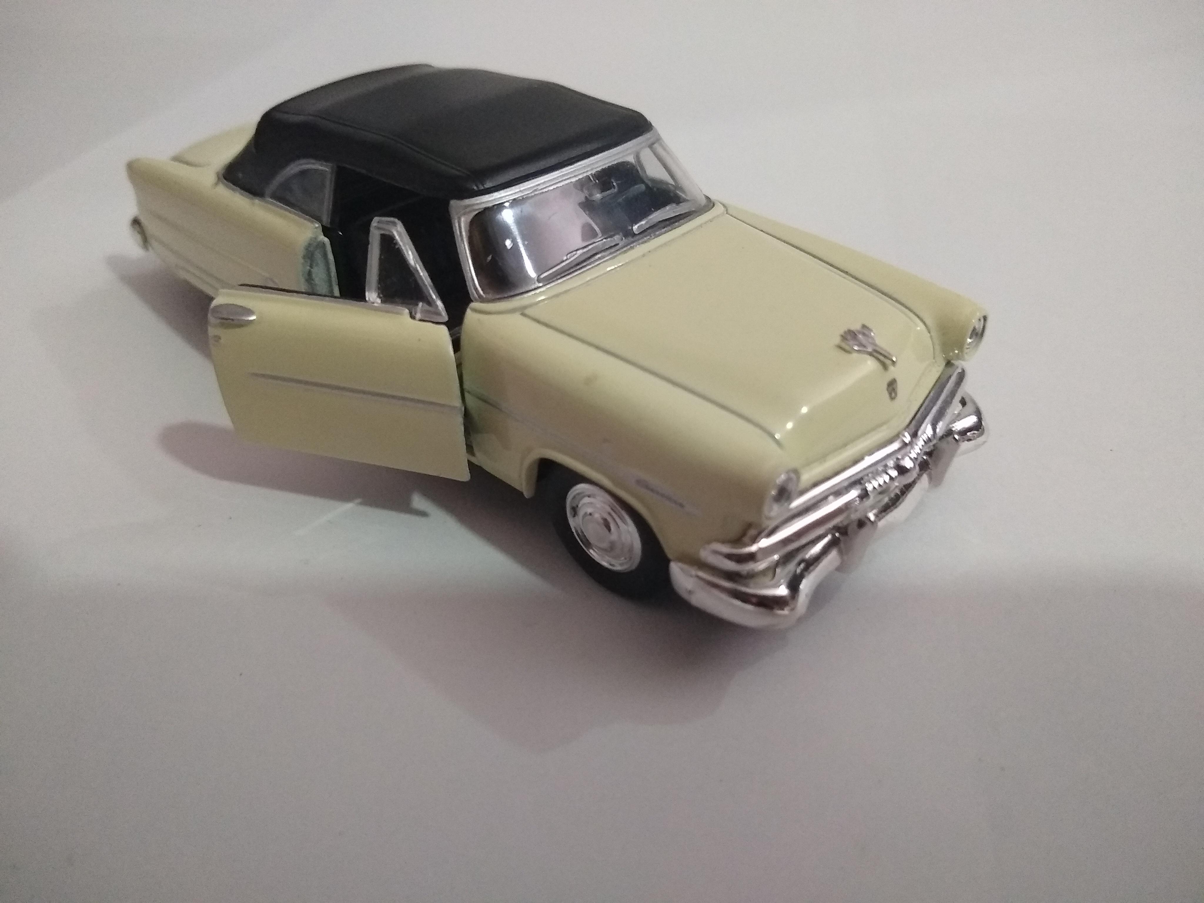 Ford Crestline 1953