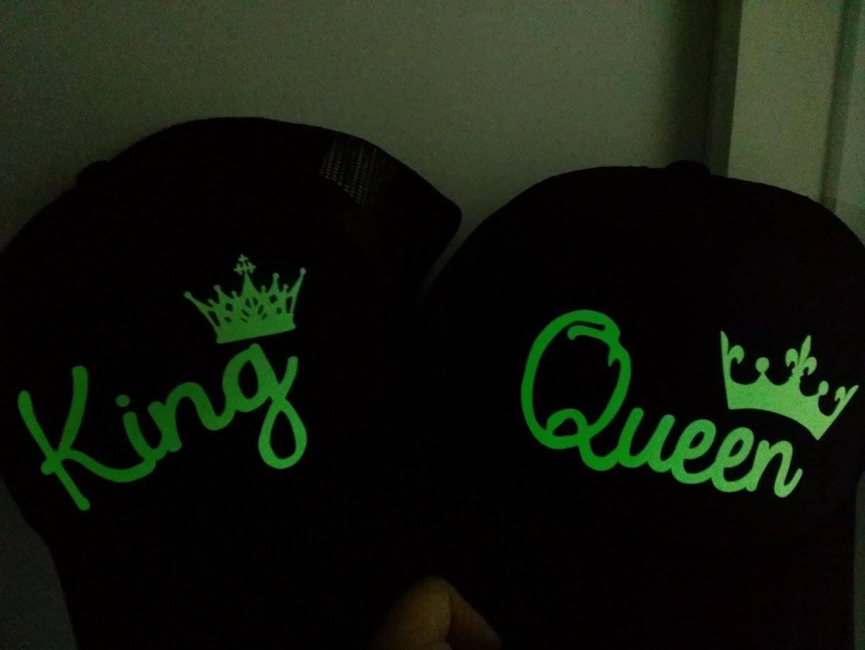 gorra fotoluminiscente King queen