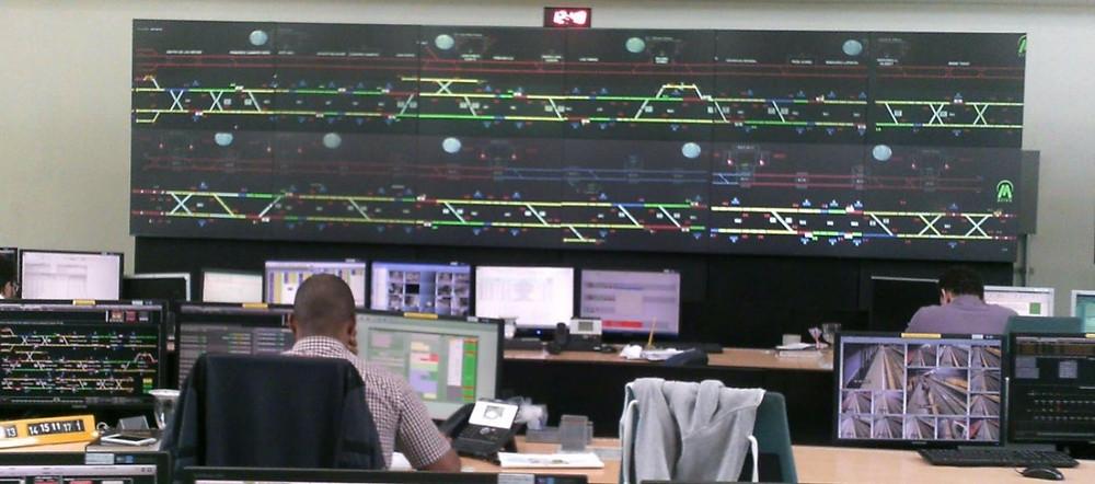 Interior Central de Control del Metro de Santo Domingo