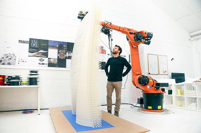 Los robots de AI Build construyen estructuras altas y precisas