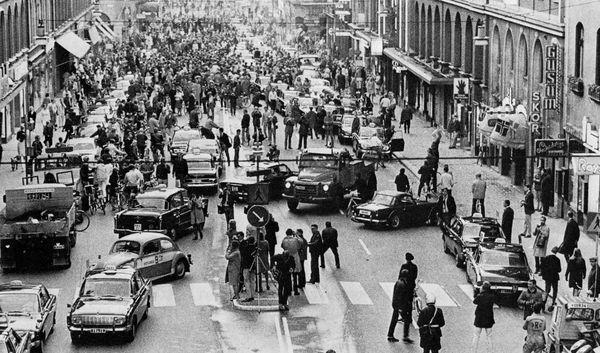 3 de septimebre de 1967 - Suecia comienza a conducir en el lado derecho del camino